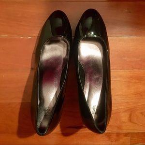 Studio 1940 Women's Black Heel Pumps